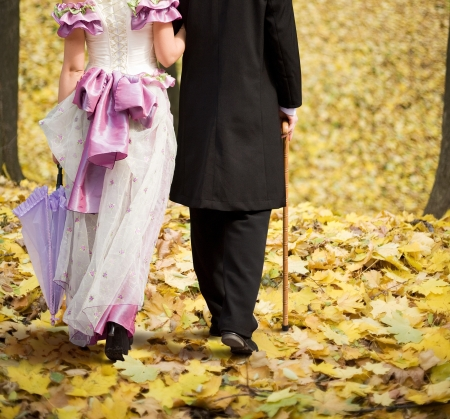 topper: Gentlemen and ladies are on the autumn leaves.