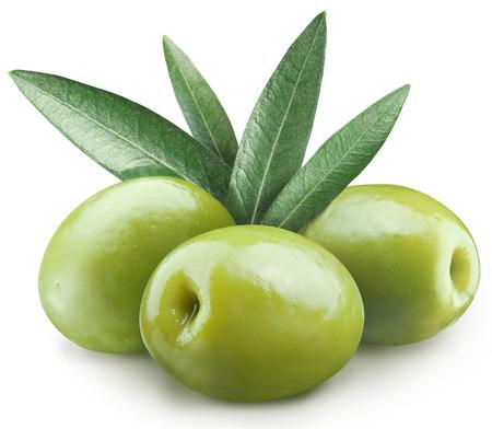 Drei grüne Oliven .File enthält Clipping-Pfade.