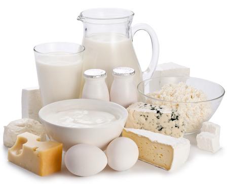 白い背景の上の乳製品。クリッピング ・ パス。