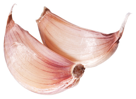nutritive: Garlic cloves isolated on a white .
