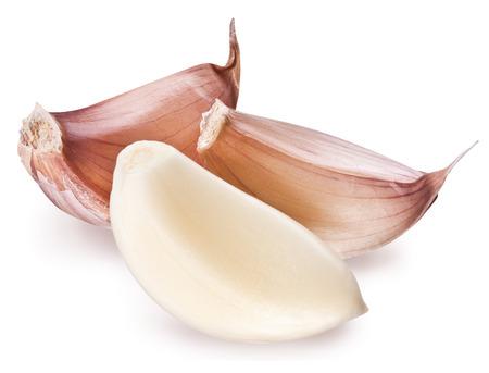 ajos: Pelado diente de ajo aislado en un blanco