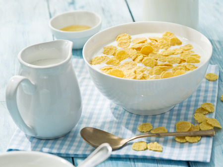 cornflakes: Cornflakes cereal and milk