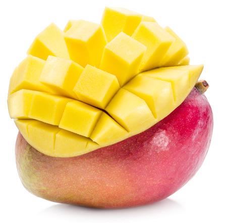 mango fruta: Mango de frutas y mango cubos. La imagen de alta calidad. Mango de frutas y mango cubos en el fondo blanco.