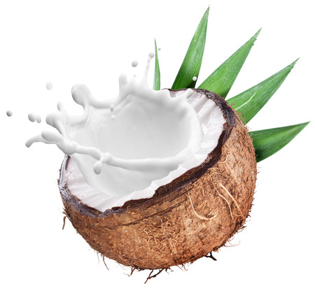 Kokosnoot met melk splash binnen. Bestand bevat clipping paths. Stockfoto