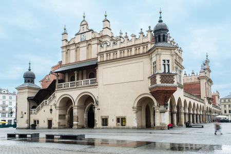 cracovia: The Cloth Hall and Main Square in Krakow. Poland. 6 May 2015.