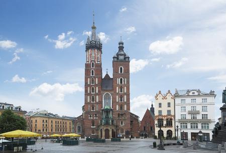 cracovia: Saint Mary Basilica and Main Square in Krakow. 6 May 2015.