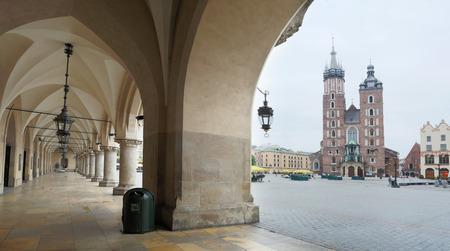 cracovia: The Cloth Hall and Saint Mary Basilica in Krakow. Poland. 6 May 2015. Editorial