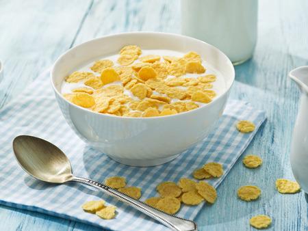 cereales: Copos de cereal y la leche. Desayuno de la mañana.