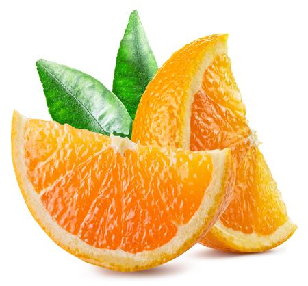 naranja fruta: Dos segmentos de la fruta de naranja con las hojas. Foto de archivo