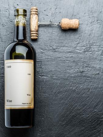 grafit: Wine bottle and corkscrew on the graphite board. Publikacyjne