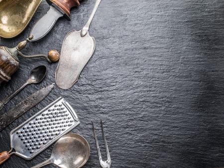 grafito: utensilios de cocina en el fondo de grafito.
