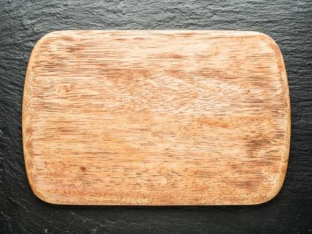 grafit: Empty chopping wooden board on the graphite background. Zdjęcie Seryjne