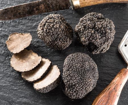 grafit: Black truffles on the graphite board. Zdjęcie Seryjne