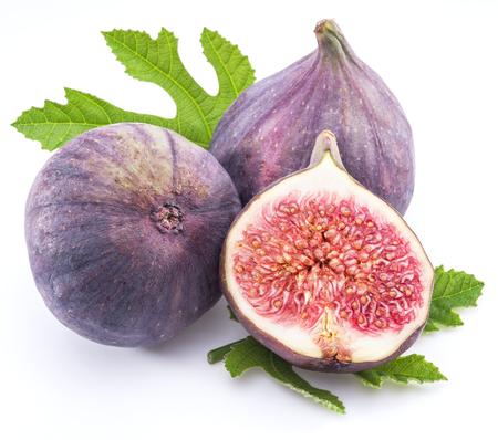 Ripe fig fruits sur le fond blanc.