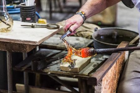 ガラスの馬を作る。ムラーノ グラス。 写真素材