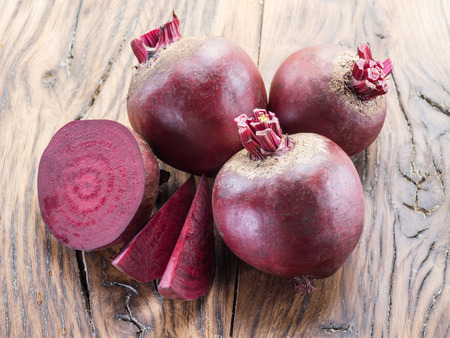 Red beet or beetroot on the wooden table. Standard-Bild