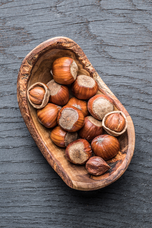 Filberts or hazelnuts in the wooden bowl on the table. Top view. Standard-Bild