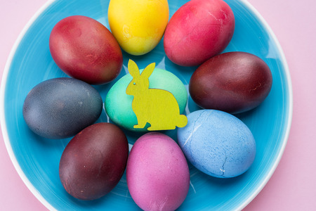 Colorful Easter eggs as an attribute of Easter celebration. Pink background. 版權商用圖片