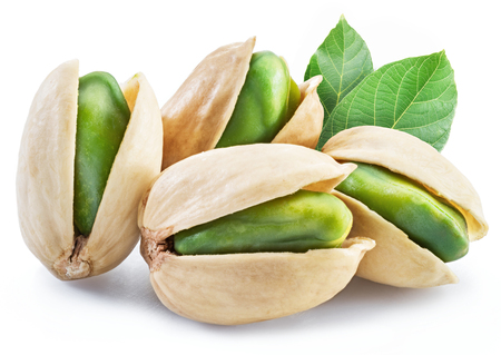 Green pistachio nuts with pistachio shell on white background. Imagens - 119387817