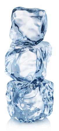 Piramida z kostkami lodu. Plik zawiera ścieżkę przycinającą. Zdjęcie Seryjne