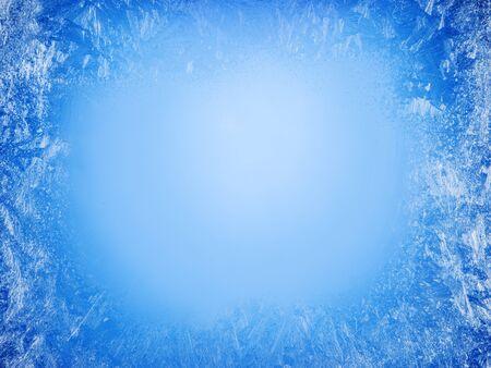 Wzory szronu na zamarzniętym oknie jako symbol świątecznego cudu. Boże Narodzenie czy nowy rok w tle.