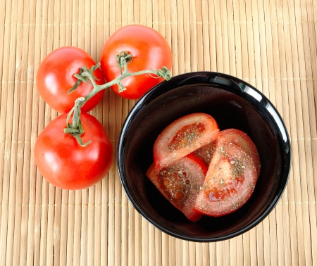 Salad with tomatoes and three tomatoes on a mat