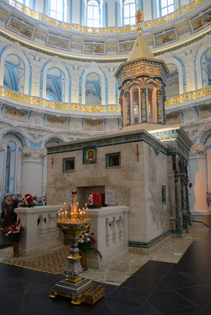 sepulchre: Istra, Russia - May 5, 2016: The copy of Holy Sepulchre in a rotunda of Resurrection Cathedral of the Resurrection New Jerusalem Monastery precisely reproduces a prototype in the temple of the Holy Sepulchre in Jerusalem. Editorial