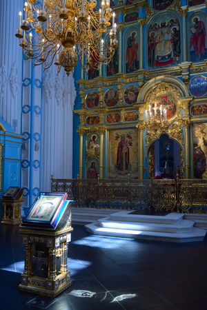 iconostasis: Istra, Russia - May 5, 2016:  Icon Resurrection before The altar and the iconostasis of the Resurrection Cathedral in New Jerusalem Monastery. Editorial