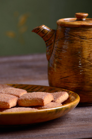 Cookies with cinnamon on a platter on a wooden board