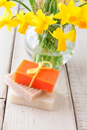 Met de hand gemaakte zeep voor de lente het schoonmaken selectieve focus Stockfoto
