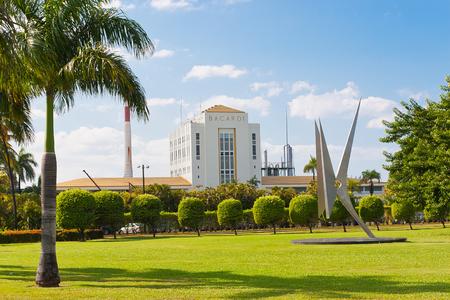 PUERTO RICO - 4 januari: Mening van Bacardi RumFactory januari, 4 2010 in Puerto Rico. Bacardi is de grootste onafhankelijke, familiebedrijf geesten bedrijf in de wereld.