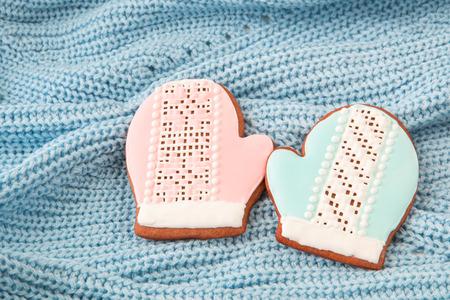 knitten: Christmas cookies - two mittens on knitten backgound