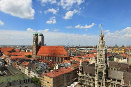 frauenkirche: Marienplatz in M�nchen von oben - Neues Rathaus und Frauenkirche Lizenzfreie Bilder