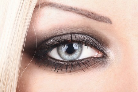 blonde close up: Eye of the beautiful blonde close up