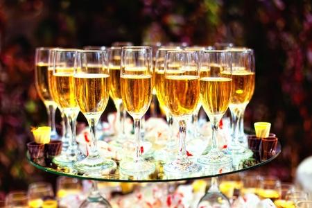 Serie. Champagne en la mesa