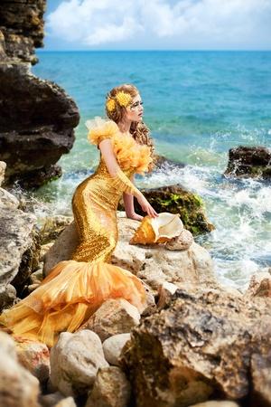 Serie. Niña hermosa en la imagen de una sirena Foto de archivo - 9618869