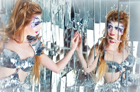 distortion: A series. The queen of the world behind the looking-glass