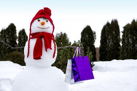 snowman after shopping Standard-Bild