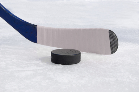 ice hockey stick with white tape and puck Standard-Bild