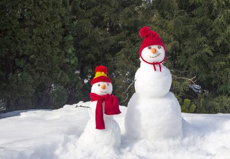 Große und kleine Schneemänner Standard-Bild - 65539086