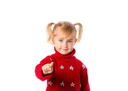 petite fille avec robe: Petite fille avec des queues de cheval dans un chandail rouge chaud isol� sur un fond blanc. Banque d'images