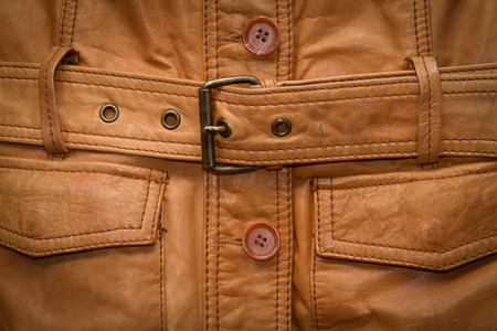 chaqueta de cuero: Texture a shabby brown leather jacket. Old wrinkled.