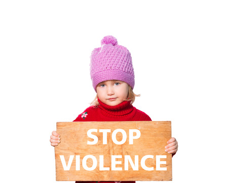 Little girl holding Board with text stop violence. Isolated on white background. Stockfoto