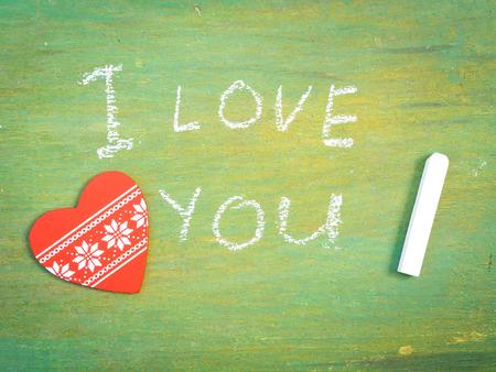 you black: Letras de Te quiero en background.Text de cosecha de madera vieja se escribe con el d�a de San Valent�n chalk.Postcard. Foto de archivo