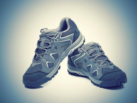 적합: 흰색 backgroun에 격리 트레킹 신발 워킹 스톡 콘텐츠