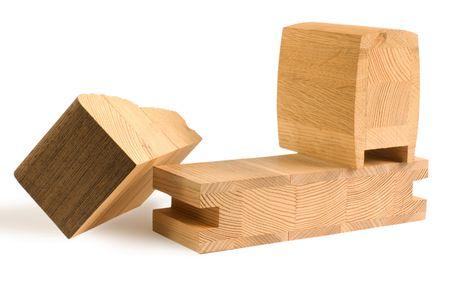 verschiedene Holz geklebt Billets f�r M�bel aus Wenge, Eiche, Kiefer und Ahorn auf wei�en Hintergrund isoliert