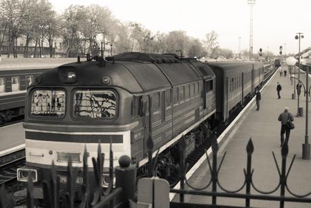 Retro steam train departs from the station. Zdjęcie Seryjne - 122330708
