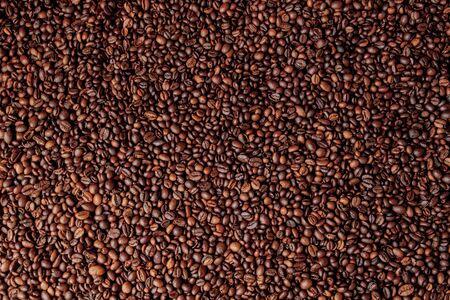 Miscela di diversi tipi di chicchi di caffè. Sfondo di caffè. Archivio Fotografico
