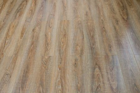 The floor of the light brown laminate diagonally. 스톡 콘텐츠