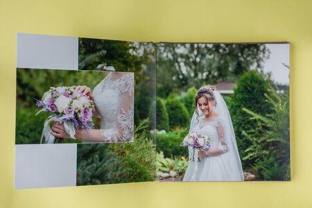 Luxury white leather wedding photo album and photo book. Standard-Bild